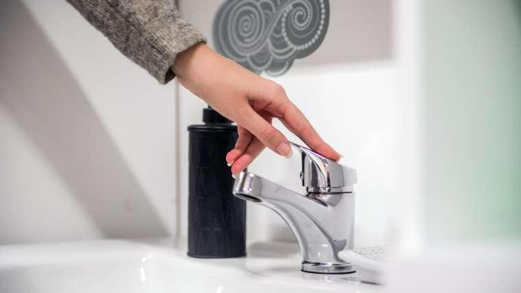 Como identificar um vazamento de água na minha residência?